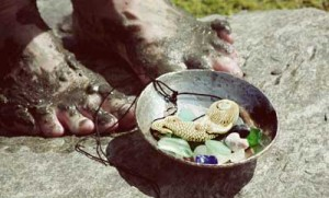 muddy feet, offering bowl